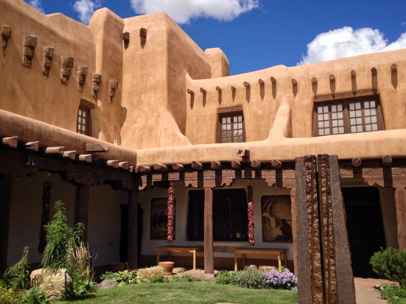 courtyard-of-new-mexico-museum-of-modern-art-santa-fe_29343088223_o