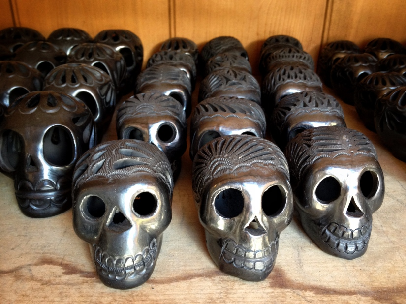 black-skulls-in-rows_29819213615_o